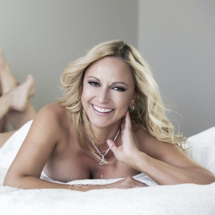 Luxury boudoir - Miss T - Luxury Boudoir photography session. Transformational experience. Contemporary Glamour photography. Brisbane based photographer.