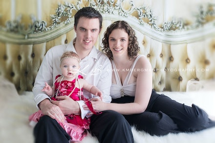 Family-portrait - Beautiful glamour style family portrait by Logan City photographer Kerry Bergman in her Waterford studio.